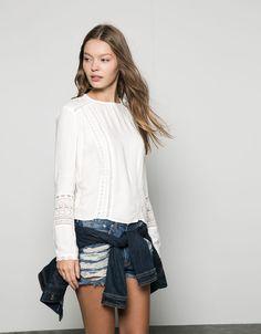 Camisa básica con puntilla en puño y delantero - -50% en artículos seleccionados - Bershka España