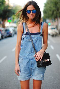 LoLoBu - Women look, Fashion and Style Ideas and Inspiration, Dress and Skirt Look Salopette Short, Salopette Jeans, Fashion Mode, Look Fashion, Womens Fashion, Fashion Trends, Street Fashion, Moda Outfits, Cute Outfits