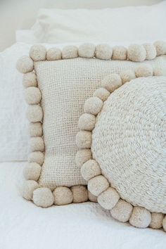 Pampa pom pom cushions, handwoven in Argentina. Diy Pillows, Decorative Pillows, Throw Pillows, Pom Pom Crafts, Diy Décoration, Soft Furnishings, Merino Wool Blanket, Cushion Covers, Crochet