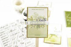 Kräuterschilder selber machen aus Papier | Unsere kleine Bastelstube Place Cards, Place Card Holders, White Paper, Paper Board, Kraft Paper, Home Canning, Tips And Tricks, Tutorials