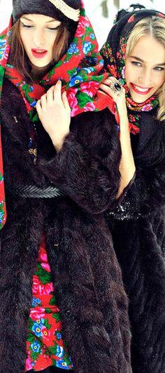 Pavlovo Posad shawl, russian beauty, russian girls. Traditional floral pattern