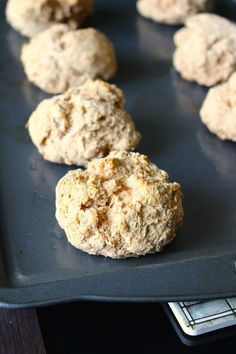 Whole Wheat Yogurt Biscuits Oatmeal Biscuits, Cinnamon Biscuits, Vegan Biscuits, Flaky Biscuits, Breakfast Biscuits, Homemade Biscuits, Yogurt Biscuit Recipe, Real Food Recipes, Yummy Food