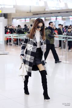 I love Seohyun's fashion so much. She always looks so put together and classy and pretty. She should get as much recognition as Jessica did IMO