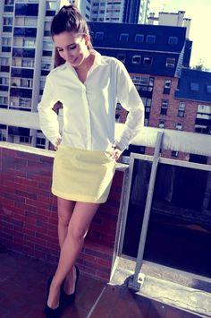 Un tuto couture facile pour transformer une chemise basique pas fofolle en jolie petite robe élégante ! Vive la custo, vive le recyclage !