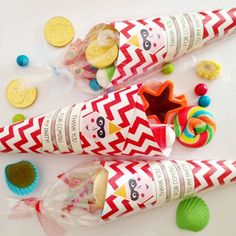 Alternative ideas for kids party bags. Instead of buying loads of party favour bag fillers, go for a great DIY gift idea that kids will love and that will save you time and brain space wondering what to put in! Party Kit, Party Ideas, Baby Party, Thank You Party, Thank You Gifts, Party Bag Alternative, Childrens Party Bags, Sweet Cones, Paper Cones