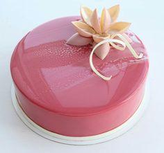 Almost too beautiful to cut into. I wonder if the inside is like a princess cake...I hate princess cake...tastes like eating air. LOL