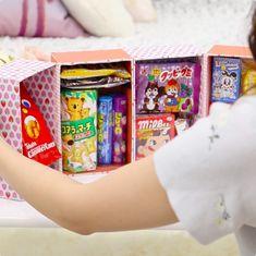 お祝い事やプレゼントに、お子さまの大好きなお菓子をいっぱい詰めた「お菓子冷蔵庫」を作ってみませんか? 作り方はとっても簡単! およそ30分でステキなお菓子の世界ができあがります♪ SNSでも話題になったお菓子の宝箱を、お好みの色柄で作ってみましょう! Diy And Crafts, Arts And Crafts, Pen Pal Letters, I Believe In Love, Beautiful Morning, First Night, Cat Lovers, Cool Photos, Old Things