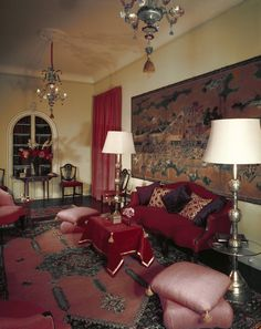 The salon on the second floor has, as its main feature, an eighteenth-century Japanese screen. The carpet is modern. Blue Carpet Bedroom, 1960s House, Hollywood Regency Decor, Japanese Screen, Mirror House, French Windows, Moroccan Design, Vintage Room, Tangier