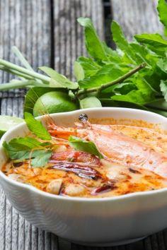 Thai Shrimp Soup with Coconut Milk (Tom Kah Kung) Thai Shrimp Soup, Spicy Shrimp, Curry Recipes, Shrimp Recipes, Soup Recipes, Curry Stew, Prawn Curry, Tom Kha Soup, Coconut Milk Soup