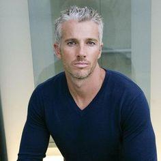 42 Hairstyles for Men with Silver and Grey Hair - Men Hairstyles World - Hair Design Older Mens Hairstyles, Hipster Hairstyles, Trendy Haircuts, Girl Haircuts, Haircuts For Men, Haircut Men, Short Haircuts, Silver Fox Hair, Short Silver Hair