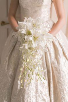 #whiteflowers #weddingfowers #white #bouquet @weddingchicks