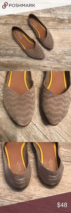 Toms women's size 10 flats Toms women's size 10 flats Toms Shoes Flats & Loafers