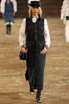 Chanel Metiers d'Art Paris-Dallas - Pasarela | Galería de fotos 58 de 96 | VOGUE