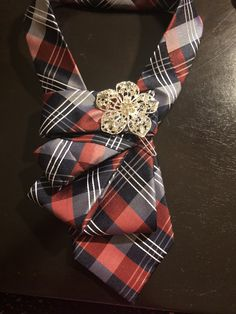 Tie Crafts, Fabric Crafts, Sewing Crafts, Fabric Necklace, Fabric Jewelry, Old Ties, Ties That Bind, Diy Clothing, Scarf Styles