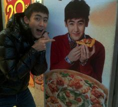 Nichkhun wants a slice of his own pizza? #allkpop #2PM