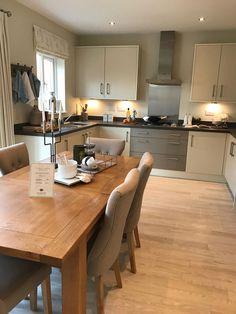 Modern Luxury Kitchens For A Grand Kitchen Kitchen Dinning Room, Kitchen Layout, Home Decor Kitchen, Kitchen Living, Kitchen Furniture, Kitchen Interior, New Kitchen, Luxury Kitchen Design, Luxury Kitchens