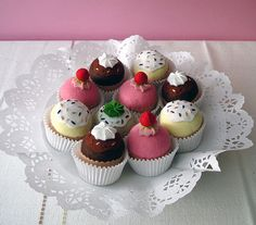 Felt Cupcakes that look good enough to eat!