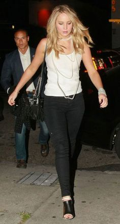 Jennifer Lawrence wearing long and medium strands of pearls in layers.
