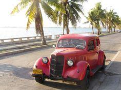 Découvrir Cuba en vieilles voitures américaines. Cienfuegos, Cuba.