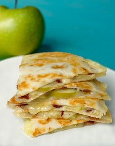 apple, cheddar + bacon quesadillas: eat these all the time Quesadillas, Quesadilla Recipes, Cake Pops, Dessert Mousse, Little Lunch, Good Food, Yummy Food, Appetizer Recipes, Mexican Food Recipes
