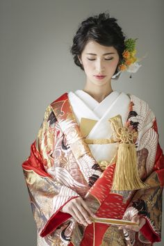 雪輪鶴の写真.2 Kimono Japan, Japanese Kimono, Traditional Fashion, Traditional Outfits, Japanese Costume, Wedding Kimono, Japanese Wedding, Classic Wedding Dress, Japanese Outfits
