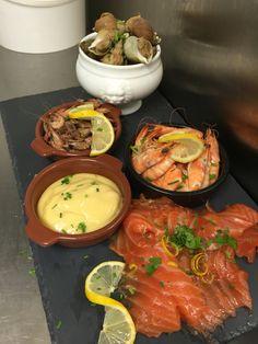 Plancha de la mer...saumon gravlax bulots et duo de crevettes...à partager sans modération!