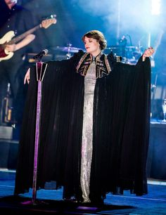 Florence Welch Style, Florence The Machines, Girl Crushes, Beautiful People, Singer, Boho, Costume Design, My Style, Squad