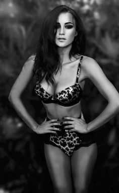 Picture of Rosie Huntington-Whiteley Sexy Poses, Rosie Jones, Beauty Shots, Rosie Huntington Whiteley, Black And White Pictures, Sensual, Sexy Lingerie, Bikinis, Swimwear
