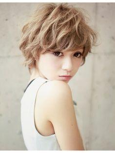 That hair tho Short Curly Hair, Short Hair Cuts, Medium Hair Styles, Curly Hair Styles, Hair Arrange, Japanese Hairstyle, Brown Blonde Hair, Salon Style, My Hairstyle