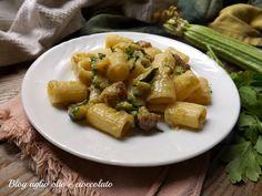 Pasta with Zucchini sausage and gorgonzola - Pasta con zucchine salsiccia e gorgonzola Gorgonzola Pasta, Spaghetti Noodles, Zucchini Pasta, Pasta Shapes, Italian Pasta, Gnocchi, Pasta Dishes, I Foods, Pasta Recipes