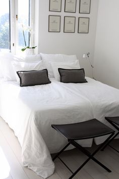 Homevialaura | Balmuir Maggiore percale cotton bed linen | Balmuir Cortona baby alpaca cushions | white bedroom