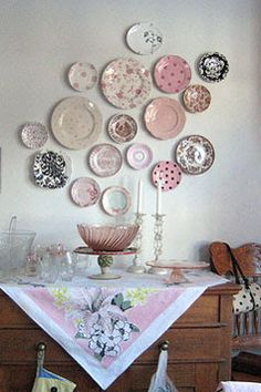 New Ideas for kitchen wall display ideas hanging plates Hanging Plates, Plates On Wall, Plate Wall Decor, Diy Hanging, Vintage Shabby Chic, Shabby Chic Decor, Vintage Decor, Vintage Display, Vintage Rose