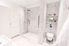 kylpyhuone marmori - Google-haku Classic Interior, Small Bathroom, Bathroom Ideas, My Dream Home, Balmain, Toilet, Bathtub, House Design, Interior Design