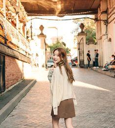 Korean Street Fashion, Korea Fashion, Daily Fashion, Selfie Tips, Selfie Poses, Bora Lim, Posing Guide, Photography Poses Women, Star Girl