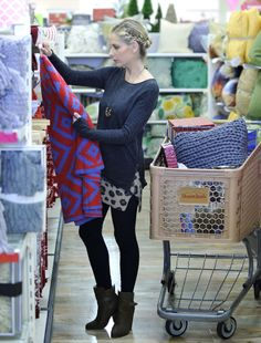Sarah Michelle Gellar shopped for holiday gifts at HomeGoods in Los Angeles on Nov. 24.