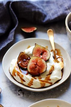 These simple whipped almond yogurt cream bowls topped with fresh figs and sweet-tart balsamic syrup are proof that dessert can be healthier and still taste good. Balsamic Syrup Recipe, Syrup Recipes, Almond Yogurt, Cream Bowls, Almond Cream, Fresh Figs, Sweet Tarts, Chia Pudding