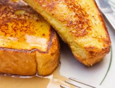 How To Make French Toast Without Wasting Your Entire Morning Breakfast And Brunch, Breakfast Dishes, Breakfast Recipes, Diner Recipes, Cooking Recipes, Diner Menu, Make French Toast, Bread And Butter Pudding, Slice Of Bread