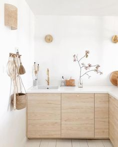 23 Perfect Color Ideas for Painting Kitchen Cabinets that will Add Personality to Your Home - The Trending House Plywood Kitchen, Ikea Kitchen, Kitchen Furniture, Furniture Stores, Furniture Movers, Home Interior, Kitchen Interior, Interior Design, Diy Casa