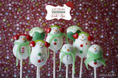 an ADORABLE Snoman Cake Pops Family by @Nina bakes. Easy to follow tutorial for them (and many other adorable cake pops)