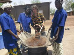 L'étuvage du fonio à l'unité avec Pauline, Awa et Marie, Nouna Burkina 2012