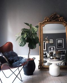 Home Decor Ideas selected 20 Luxury Wall Mirrors Designs for your Home. With these expensive mirrors, you'll get a luxury interior design without any effort. Simple House Interior Design, Interior Design Inspiration, Home Decor Inspiration, Blue And Green Living Room, Living Room Decor, Bedroom Decor, Wall Decor, Passion Deco, Interior Exterior