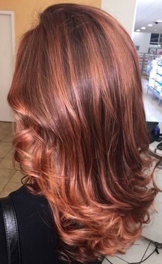 I like the vibrancy of this copper hair in 2019 окрашивание Light Auburn Hair, Hair Color Auburn, Medium Auburn Hair, Red Hair With Highlights, Auburn Highlights, Medium Hair Styles, Short Hair Styles, Hair Color And Cut, Red Copper Hair Color