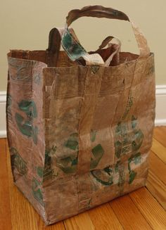 Make a reusable Grocery Bag from plastic bags. #crafts