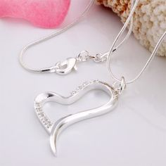 fling-your-heart-pendant-necklace-300x300  (www.accessoriessecret.com)