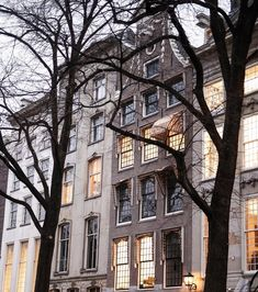 """Gefällt 4,375 Mal, 10 Kommentare - Bethany Moore (@bethanymoore) auf Instagram: """"The houses that line the canals 😍 #Amsterdam #architecture"""" My Dream, Europe, Mansions, House Styles, Bethany Moore, Places, Amsterdam Architecture, Travel, Instagram"""