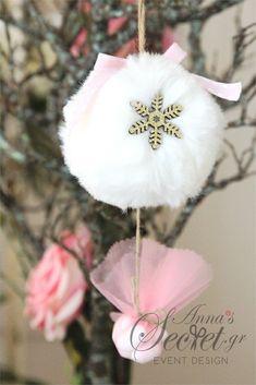 Μπομπονιέρα χειροποίητο κρεμαστό Χριστουγεννιάτικο στολίδι γούνινη μπαλίτσα., annassecret, Χειροποιητες μπομπονιερες γαμου, Χειροποιητες μπομπονιερες βαπτισης