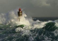 Image of product Heye 29670 - Humboldt: Lighthouse La Jument - 1000 pieces jigsaw puzzle