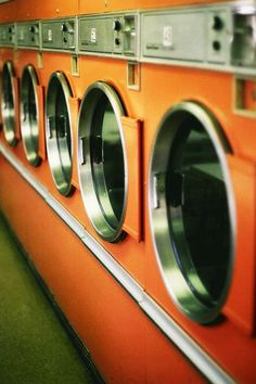 Retro laundromat in the perfect shade of orange. Orange Aesthetic, Rainbow Aesthetic, Aesthetic Colors, Aesthetic Vintage, Aesthetic Pictures, Aesthetic Quote, Aesthetic Pastel, Aesthetic Collage, Aesthetic Grunge