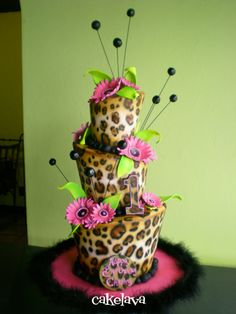 leopard print cake. Maybe I will make this for my birthday? I love this cake more than any others I have seen.