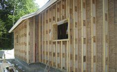 Ларсен стропил являются неструктурными. Эти легкие фермы прикреплены к обрешетке после того как дом каркаса и обшивается. В большинстве случаев, обычные 2х4 шпильки держат нагрузку на крышу, и 2x4s обшиваются фанерой или ОСБ. Ларсен стропил устанавливаются в конце графика строительства, после того, как крыша на.